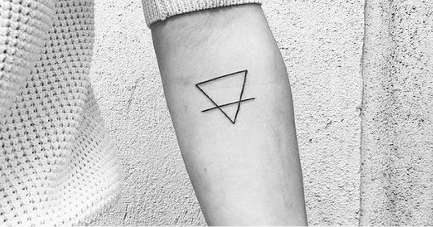 tatouage 2 triangles signification