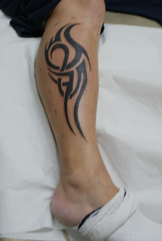 tatouage homme mollet
