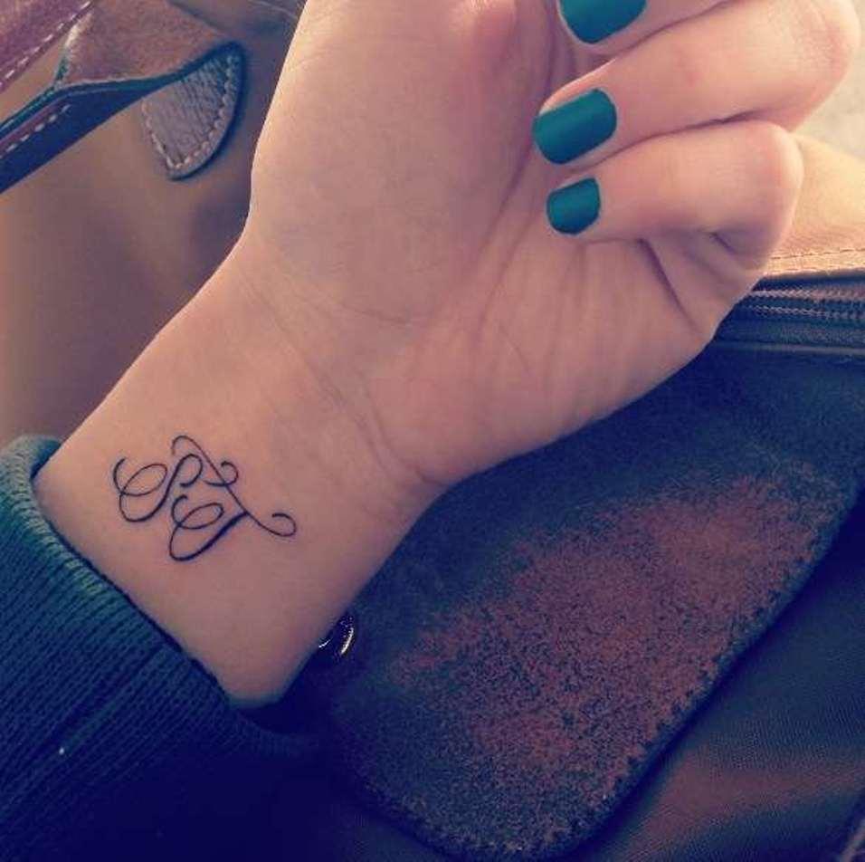 tatouage initiale