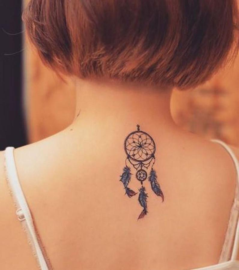 tatouage nuque femme