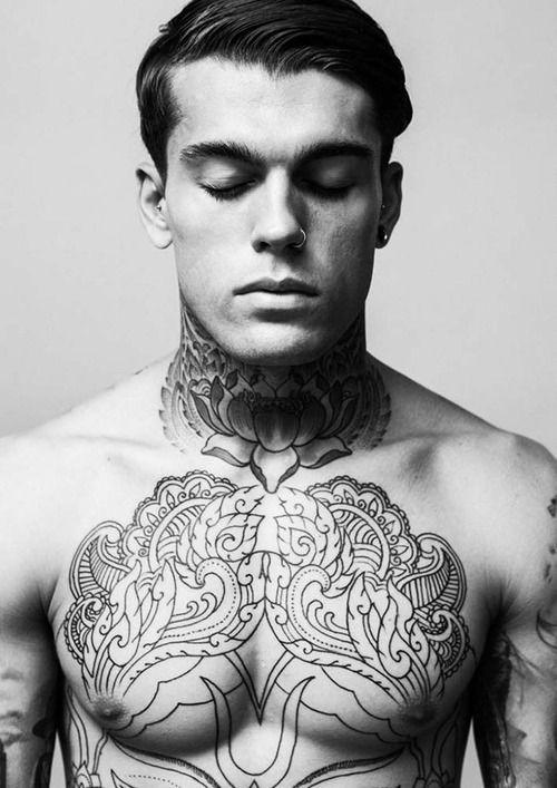 tatouage torse homme