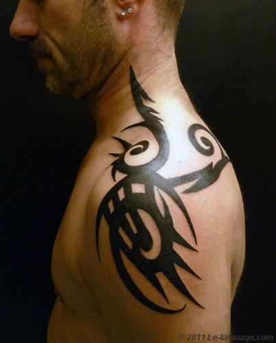 tatouage tribal cou