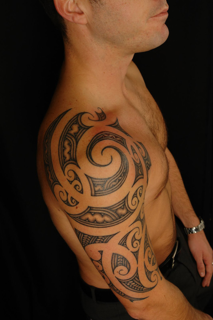 tatouage tribal epaule biceps