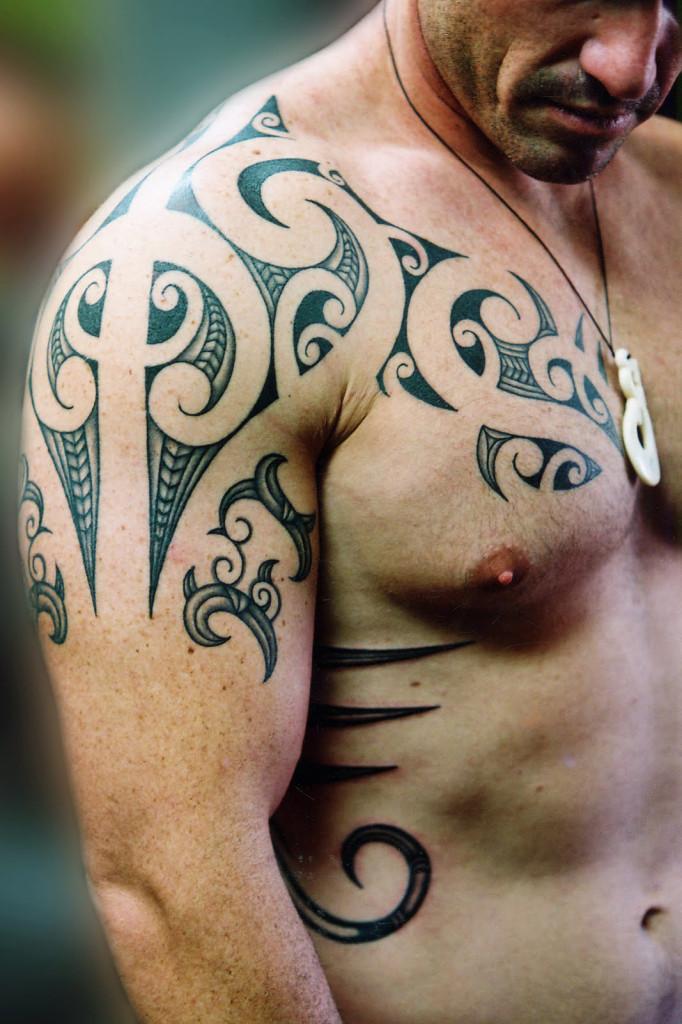 Tatouage Tribal Epaule Pectoraux