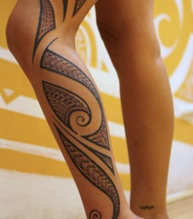 tatouage tribal femme mollet