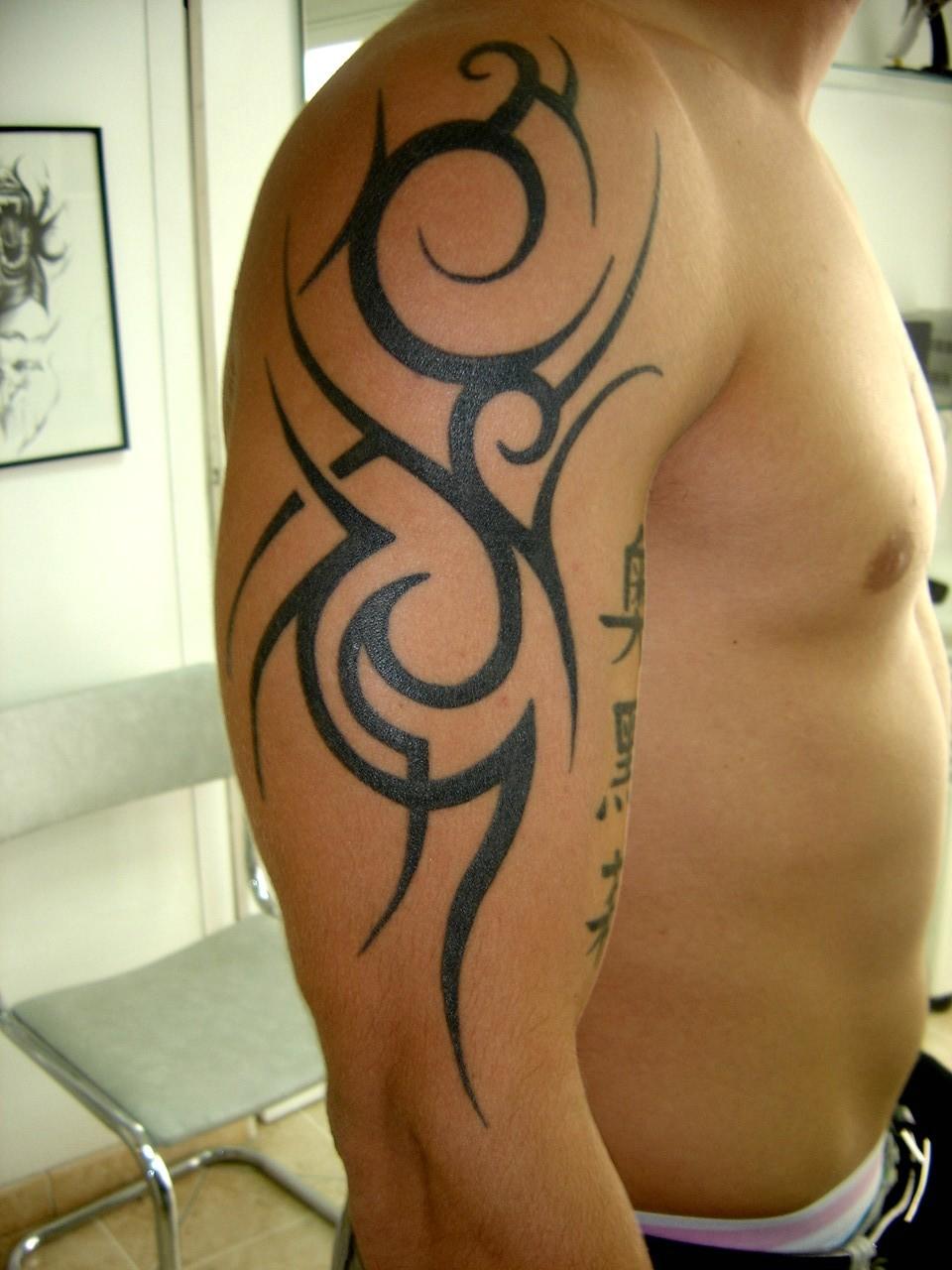 tatouage tribal fin