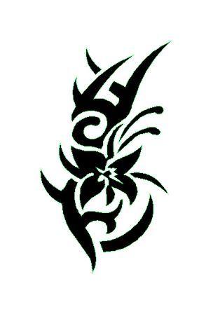 tatouage tribal fleur
