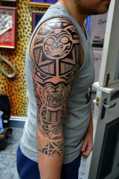 tatouage tribal maorie