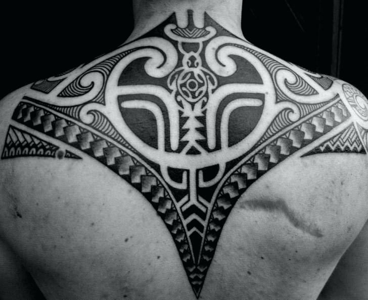 tatouage tribal nuque