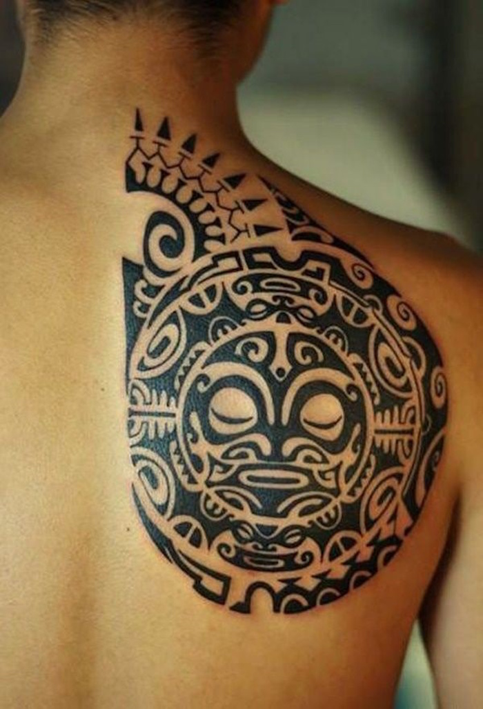 tatouage tribal omoplate