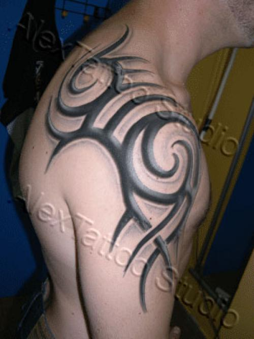 tatouage tribal relief