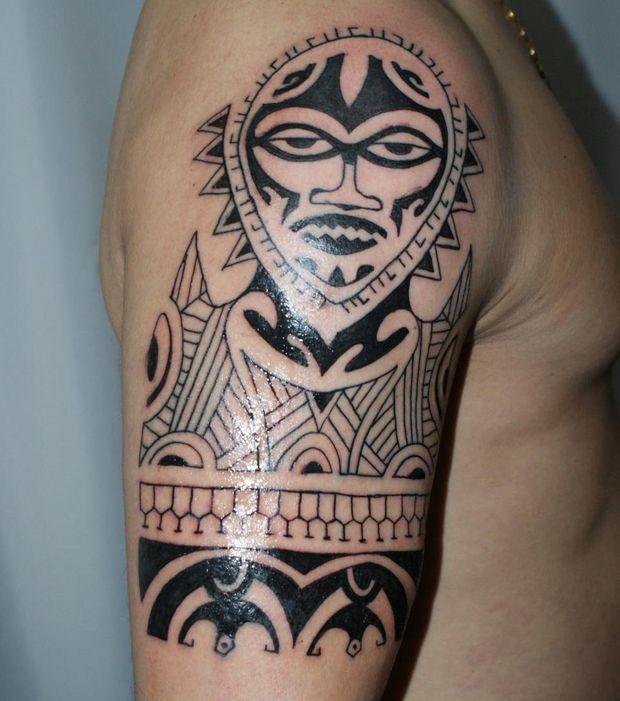 tatouage tribal representant la famille