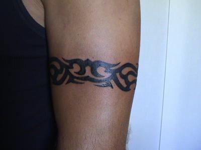 tatouage tribal tour de bras femme