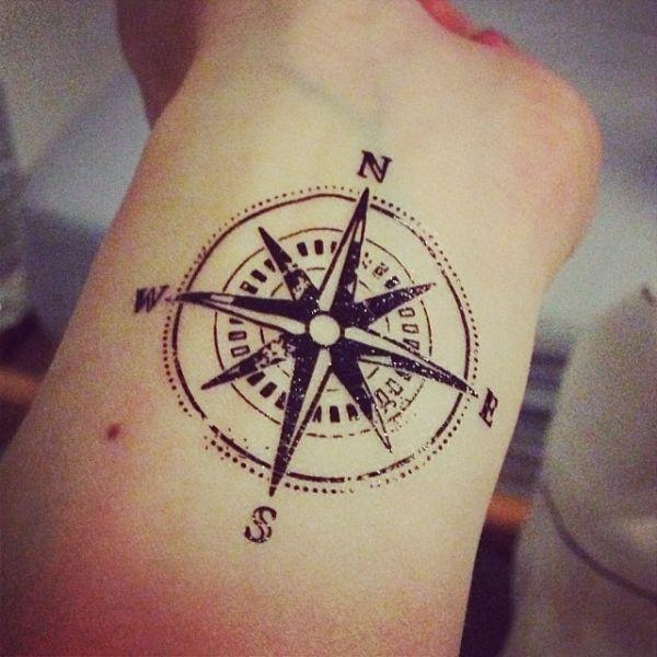 tatouage 4 points cardinaux