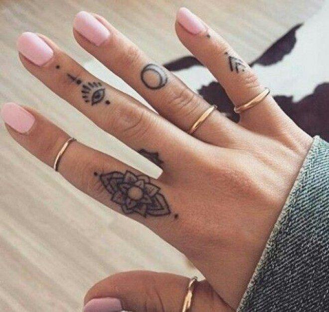 tatouage au doigt