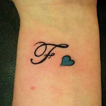 tatouage b majuscule