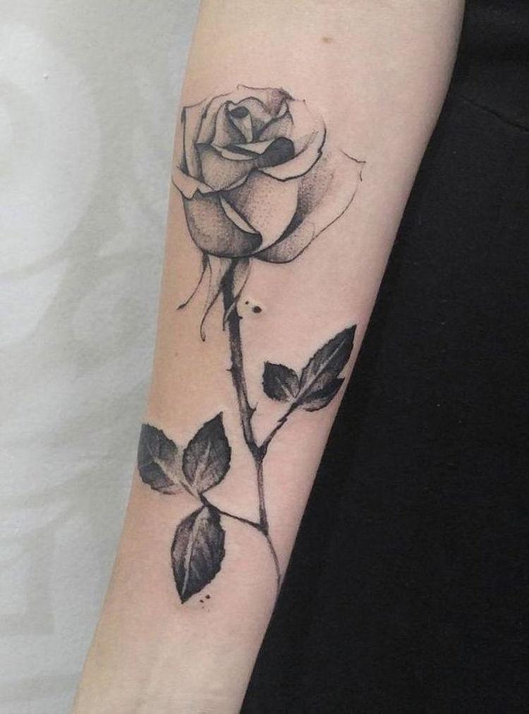 tatouage rose femme