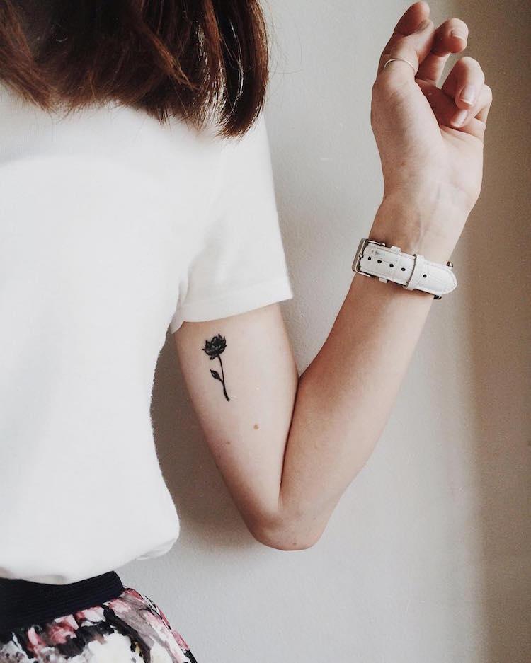 tatouage rose signification